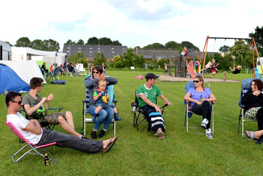 groep mensen in aan het ontspannen in stoel