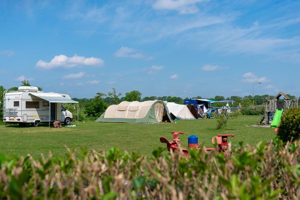 speeltoestellen met camper en tenten
