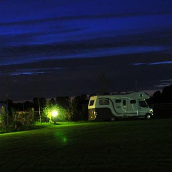 elektra inzet foto: camping bij nacht