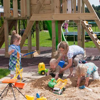 kinderen in zandbak